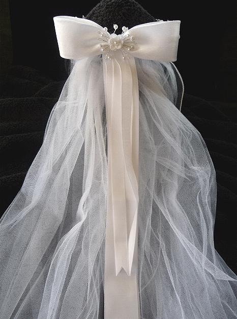 classic-tiara-and-veil-back