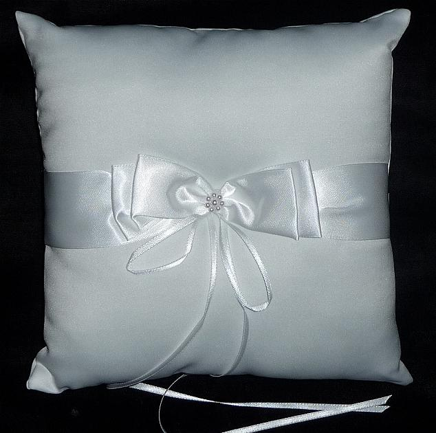 ribbon-ring-bearer-pillow