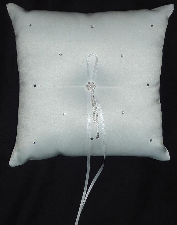 ring-bearer-pillow-with-pearls