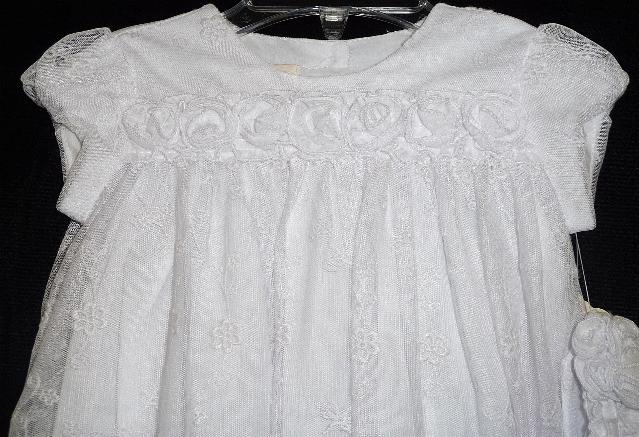 white-lace-gown-closeup